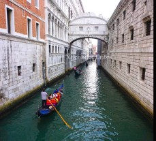 Bridge of Sighs in center, Palace on left, prison on right.
